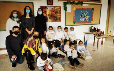 Entrega Regalos a nuestro Colegio por su participación en la iniciativa European Christmas Tree Decoration Exchange, de la Oficina EUROPE DIRECT de la Diputación de Córdoba.